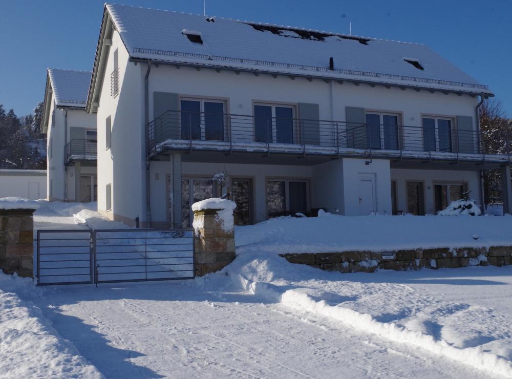 Elbresorteingang im Schnee