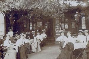 Restaurant um 1920