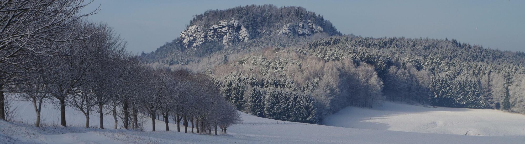 Winterbild Weißig mit Bärenstein