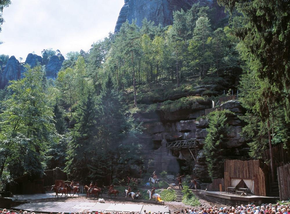 Sommer-Felsenbuehne-Rathen